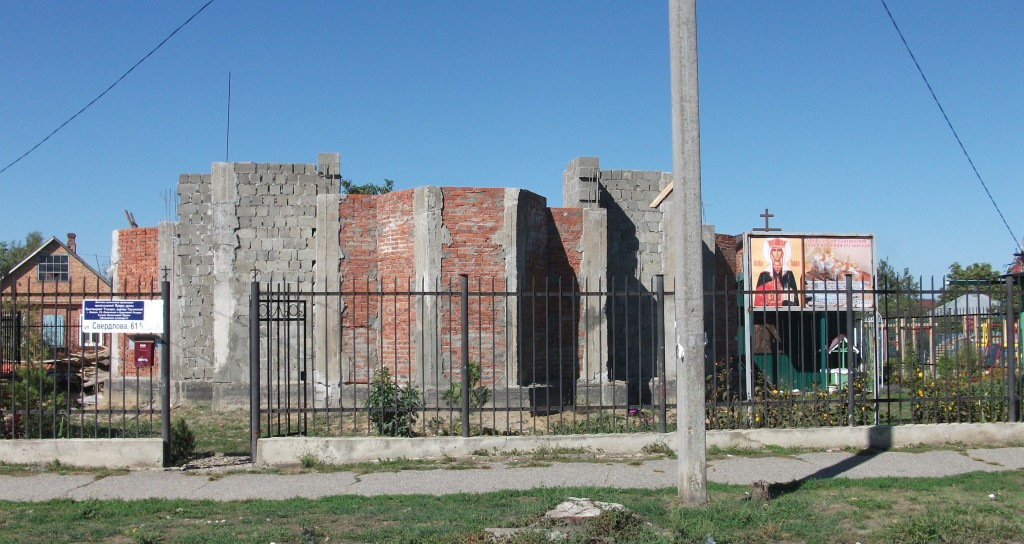 Возведение стен храма